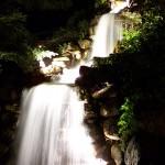 Réalisation d'éclairage de chute d'eau